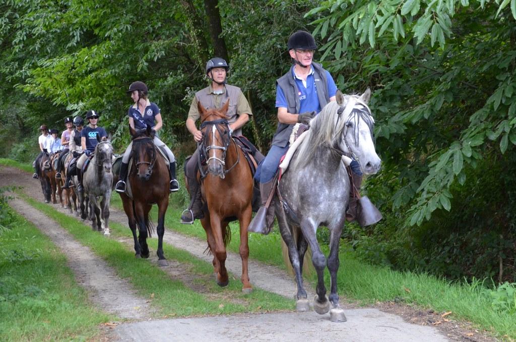 A cheval en Bretagne avec la ferme équestre La Haie Du